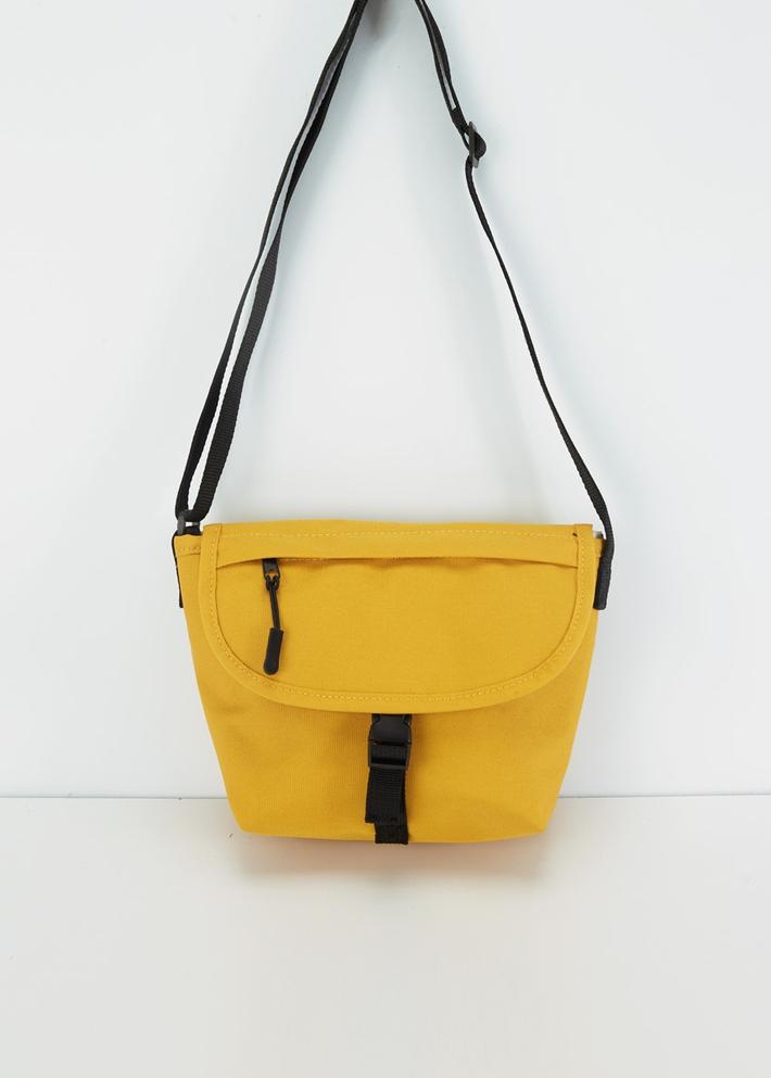 C&A潮流休闲单肩斜跨形帆布包女士2020春季新款CA200225788